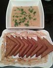 شوربه العدس مع خبز الثوم المحمص