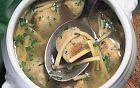 حساء كرات الدجاج والمعكرونة