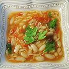 حساء الدجاج مع المعكرونة والفاصوليا البيضاء