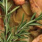 دجاج مع إكليل الجبل والتفاح والبطاطا