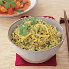 أرز مقلي مع الكزبرة والخيار