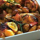 الدجاج الحامض مع البطاطا وإكليل الجبل