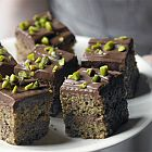 الحلوى بالشوكولا والفستق
