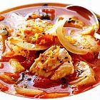 يخنة مرق الدجاج مع الخضار بصلصة البندوره