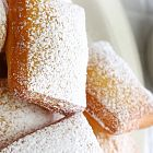 عجنية مقلية مع السكر الناعم